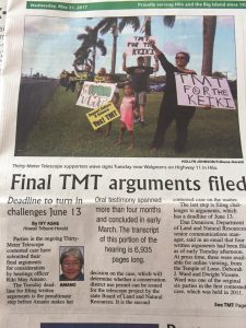 A sign-raving support rally for TMT takes place in Hilo, Hawaii. Image: Hawaii Tribune-Herald